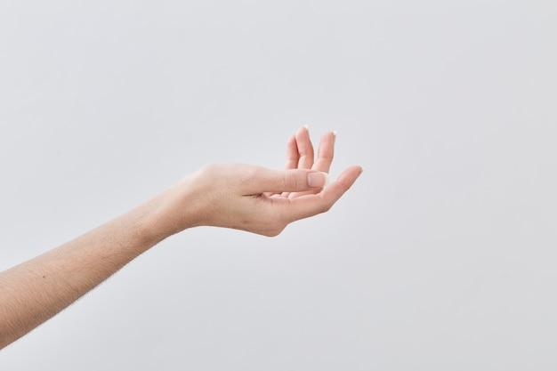 空の女性の手を持って Premium写真