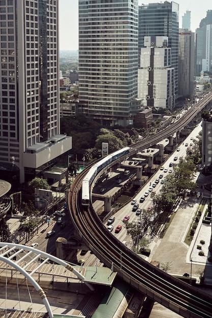 都市の高層ビルの近代的な建物 Premium写真