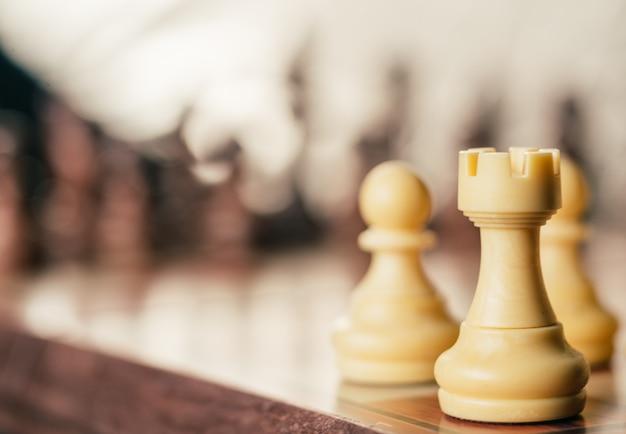 Концепция бизнеса и стратегии, настольная игра в шахматы Premium Фотографии