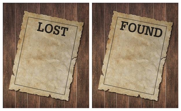 破損した野生の西古い木の壁にポスターを見つけた Premium写真