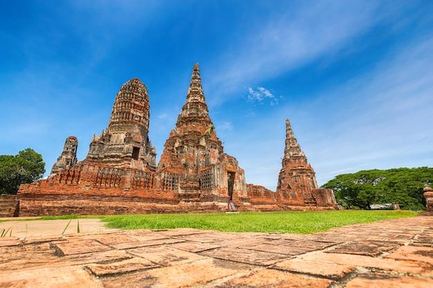 アユタヤ、タイのアユタヤ歴史公園の風景 Premium写真