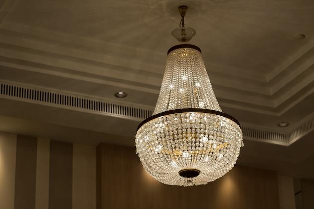 シャンデリア、美しい光、豪華な光 Premium写真