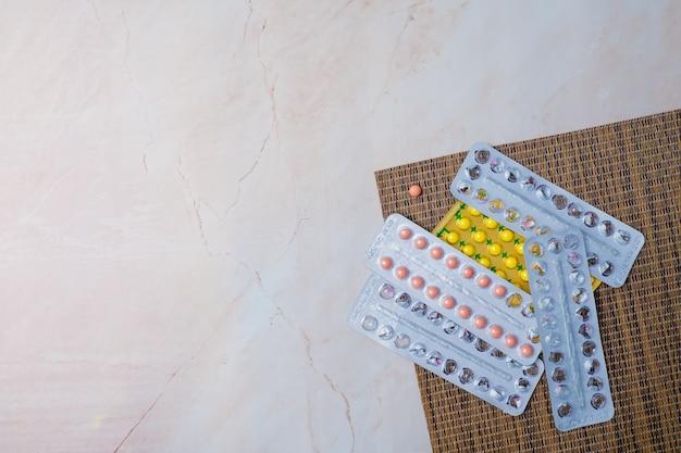 避妊薬、避妊薬、安全なセックス Premium写真