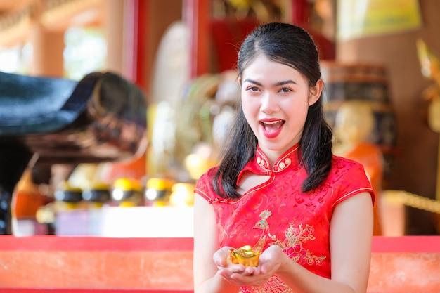 Азиатская китайская женщина в китайском традиционном китайском языке Premium Фотографии