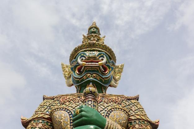 ワットプラケオ、バンコク、タイの巨大なスタンド Premium写真