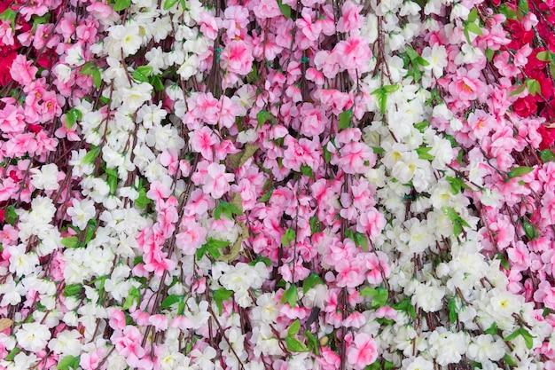 背景の美しい人工花 Premium写真