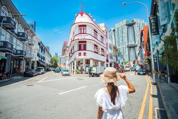 旅行者が訪れるチャイナタウン、シンガポール Premium写真