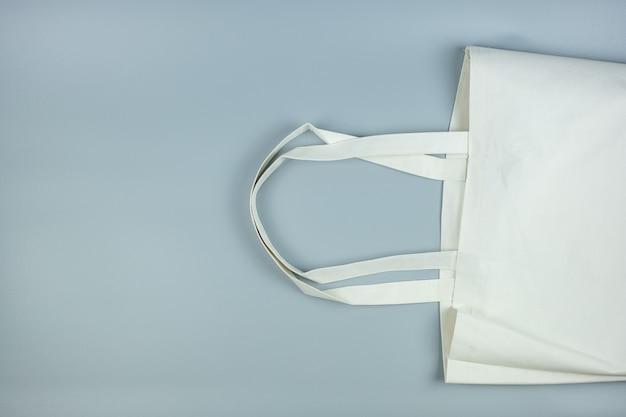 テキストのコピースペースと灰色のエコショッピングバッグ。環境保護、廃棄物ゼロ、再利用可能、プラスチックとは言わない、世界環境の日、地球の日の概念 Premium写真