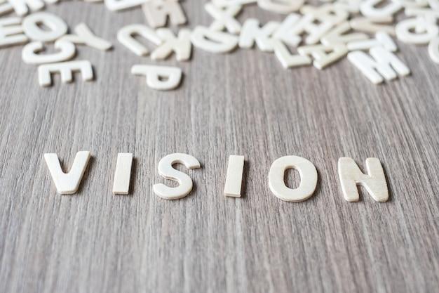 木製のアルファベット文字のビジョンワード。ビジネスとアイデアのコンセプト Premium写真