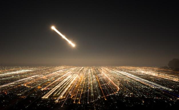 抽象的な長時間露光、実験的なシュールな写真、夜の街と車のライト Premium写真