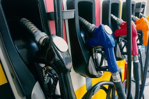 Бензиновый насос для заправки форсунок. Premium Фотографии