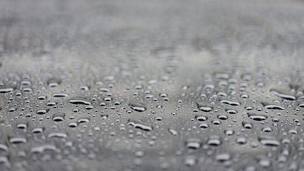 水は黒い床、選択と集中にスプラッシュを削除します。 Premium写真