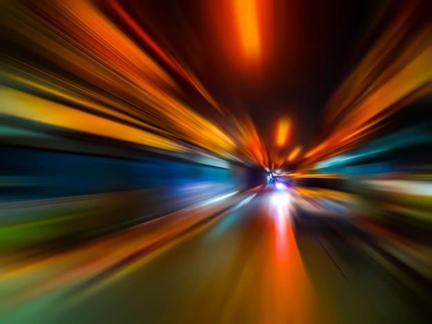Абстрактная скорость движения размытия в городе на ночной дороге неоновый свет. Premium Фотографии