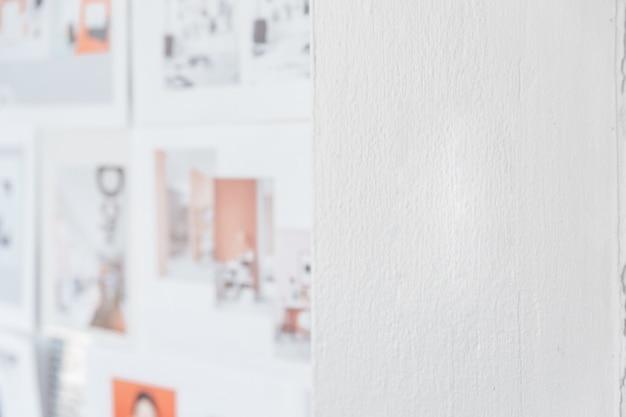 Белый цвет стен с размытыми изображениями дизайна на левой стороне. архитектор и дизайнер фон с копией пространства на правой стороне. Premium Фотографии