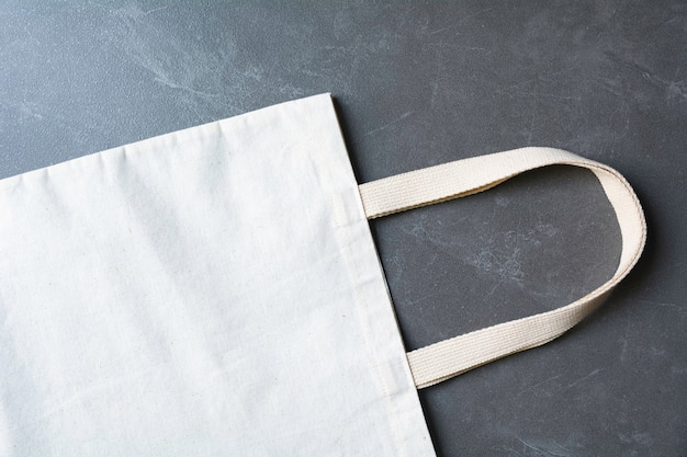 Белая сумка из плотной ткани. ткань мешок мешок макет с копией пространства. Premium Фотографии