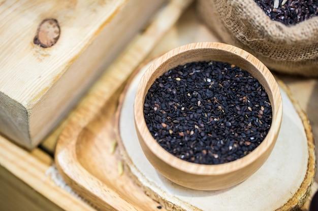栄養とセサミン高カルシウムが豊富な黒胡麻ロースト Premium写真