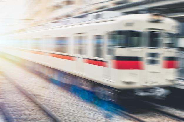 背景の鉄道高速日本ローカル鉄道輸送コンセプトをぼかし Premium写真