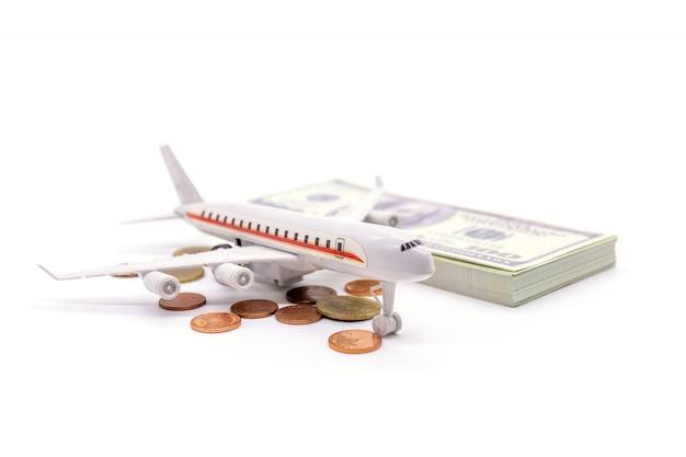 Самолет и доллар на белом Premium Фотографии