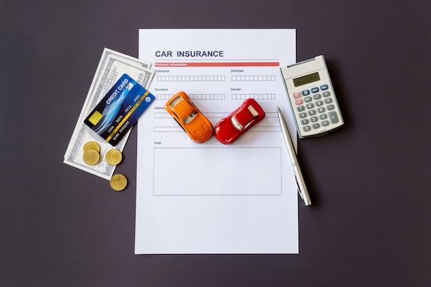 モデルと保険証券のある自動車保険フォーム Premium写真