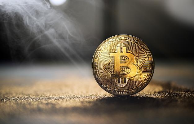 キラキラと黄金のビットコインコイングランジ暗号通貨 Premium写真