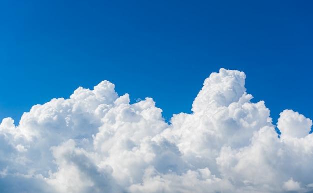 美しい空雲、自然の背景。 Premium写真