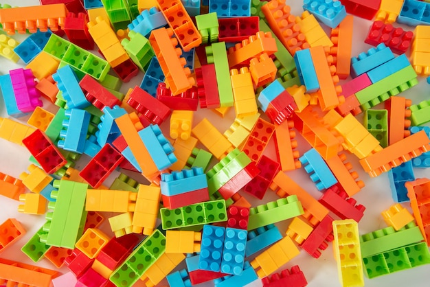 カラフルなプラスチックブロック Premium写真