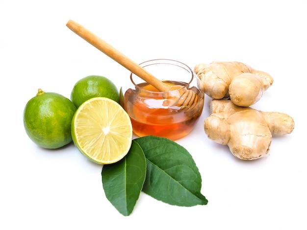 Ингредиенты для соковых напитков или чая с медом, лаймом, лимоном и имбирем. Premium Фотографии