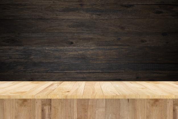 展示品とヴィンテージウォールのための木製テーブル Premium写真