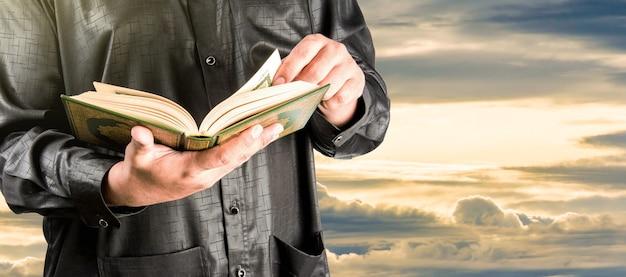 コーラン、イスラム教徒の聖典 Premium写真