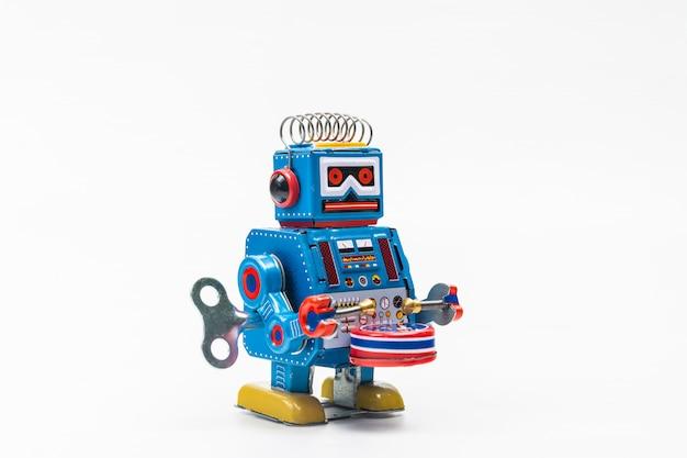 白い背景の上のロボット錫おもちゃ Premium写真