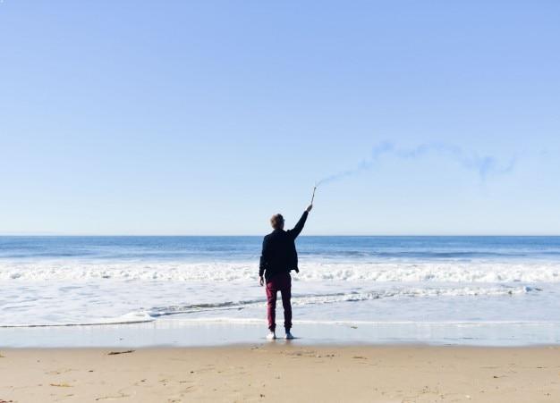 海岸での男 無料写真