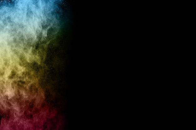 Многоцветный порошок взрыв на черном фоне. Premium Фотографии