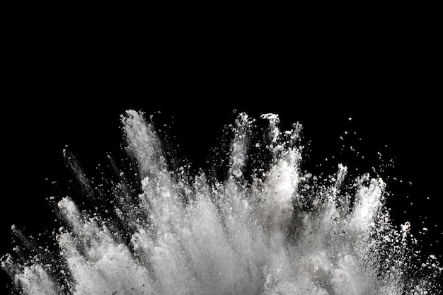黒地に白い粉の爆発。 Premium写真