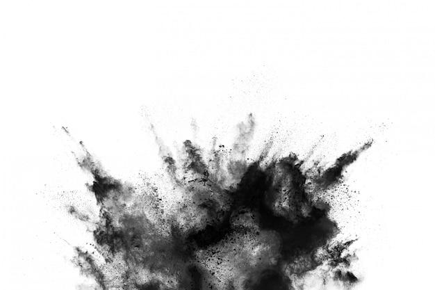 黒い塵粒子のクローズアップは、白い背景で隔離の爆発します。 Premium写真