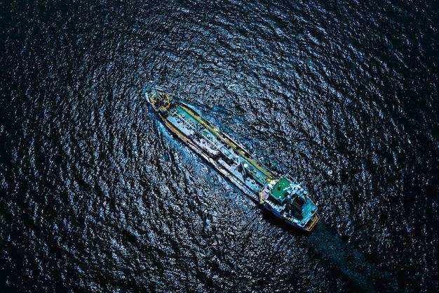 Аэрофотоснимок международные перевозки нефти и газа с судами по транспортировке нефти, бизнес-услуги, морские перевозки Premium Фотографии
