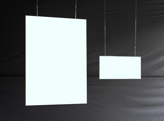 Пустая рамка для картин в галерее Premium Фотографии
