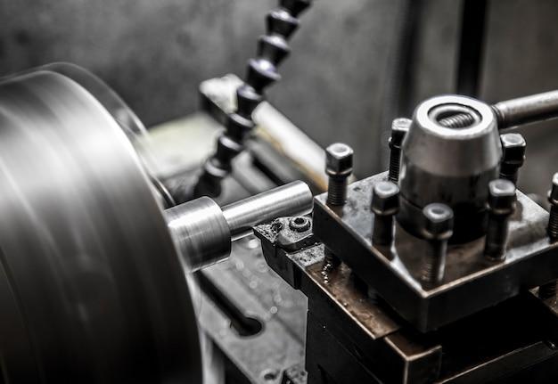 産業用旋盤機械加工 Premium写真