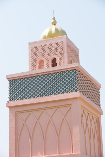 オレンジ色の砂アラビア風モロッコスタイルタワーの背景 Premium写真