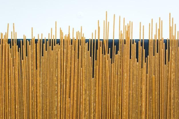 パスタスパゲッティの遊び心のある束 無料写真