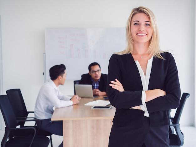 会議室、ビジネスマン、部屋、交差点、ビジネス Premium写真