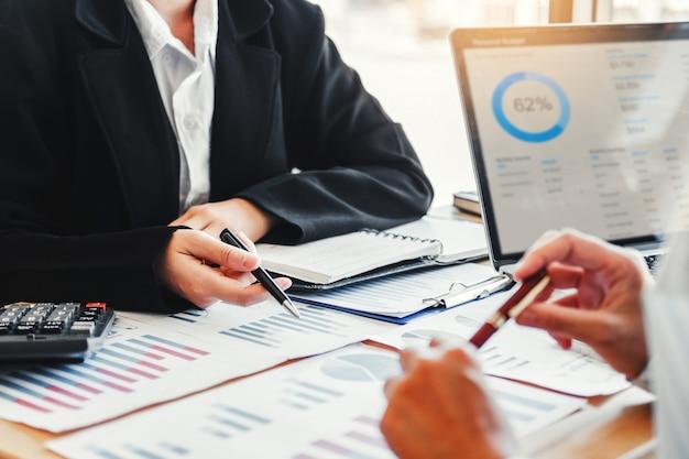 新しいスタートアッププロジェクト計画とビジネスチーム会議の戦略計画 Premium写真