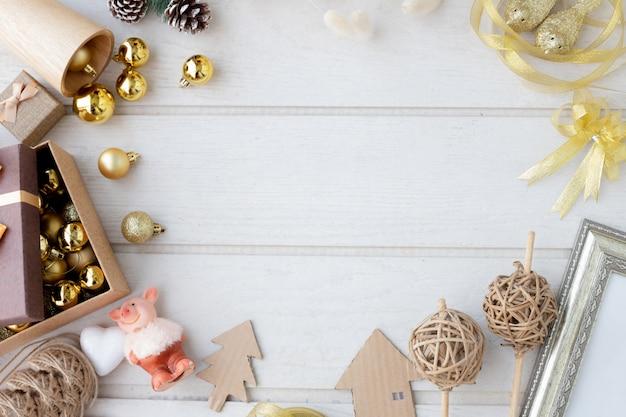 クリスマスの装飾のフレームとクリスマスの組成。 Premium写真
