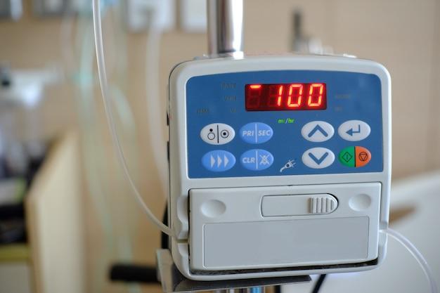 Монитор сердечного ритма отображает статус на дисплее Premium Фотографии