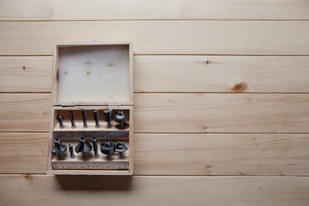 木箱の中の道具 Premium写真