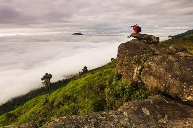 タイのルーイ県、プールアンの高山で写真を撮る。 Premium写真