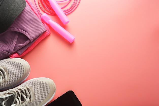 Концепция тренировки спортивная обувь прыжки со скакалкой йога похудеть Premium Фотографии