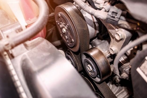 エンジンベルトのクローズアップは、さまざまな技術的用途で使用される材料のストリップです。 Premium写真