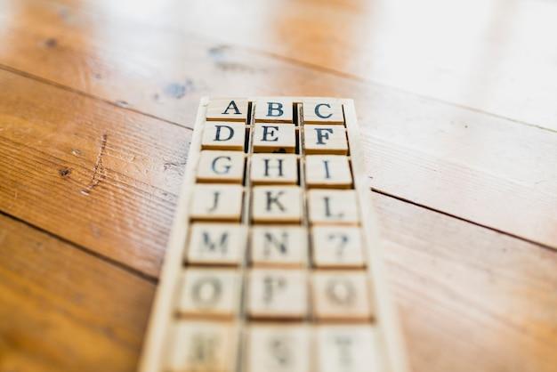 学校や学習のためのアルファベット文字のセット Premium写真