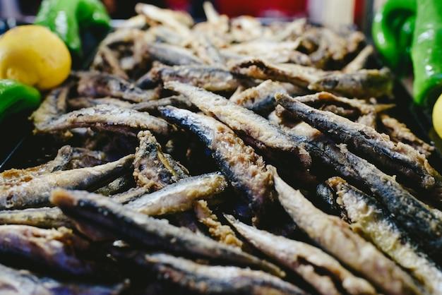 ボケロンはバッター揚げ、典型的なスペインの魚料理。 Premium写真