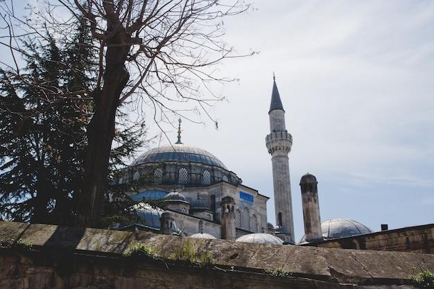 イスラム教徒の宗教の祈りのための街の大臣 Premium写真